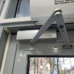 Установка, замена дверных доводчиков